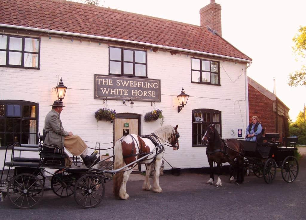 pub front horses & traps